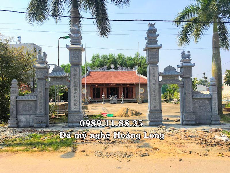 Cổng đình làng bằng đá