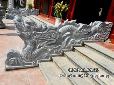 Lắp đặt rồng đá bậc thềm tại đình chùa