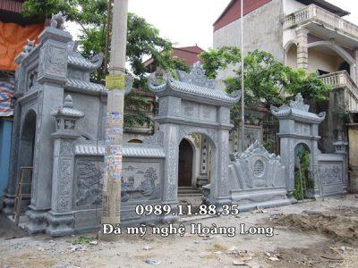 Cổng tam quan đền bằng đá nguyên khối