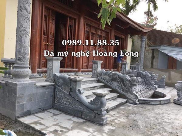 Khuôn viên nhà thờ họ bằng đá