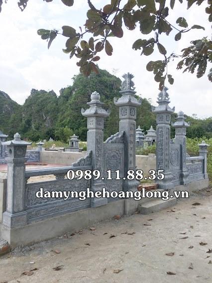 Cột cổng đá khu lăng mộ